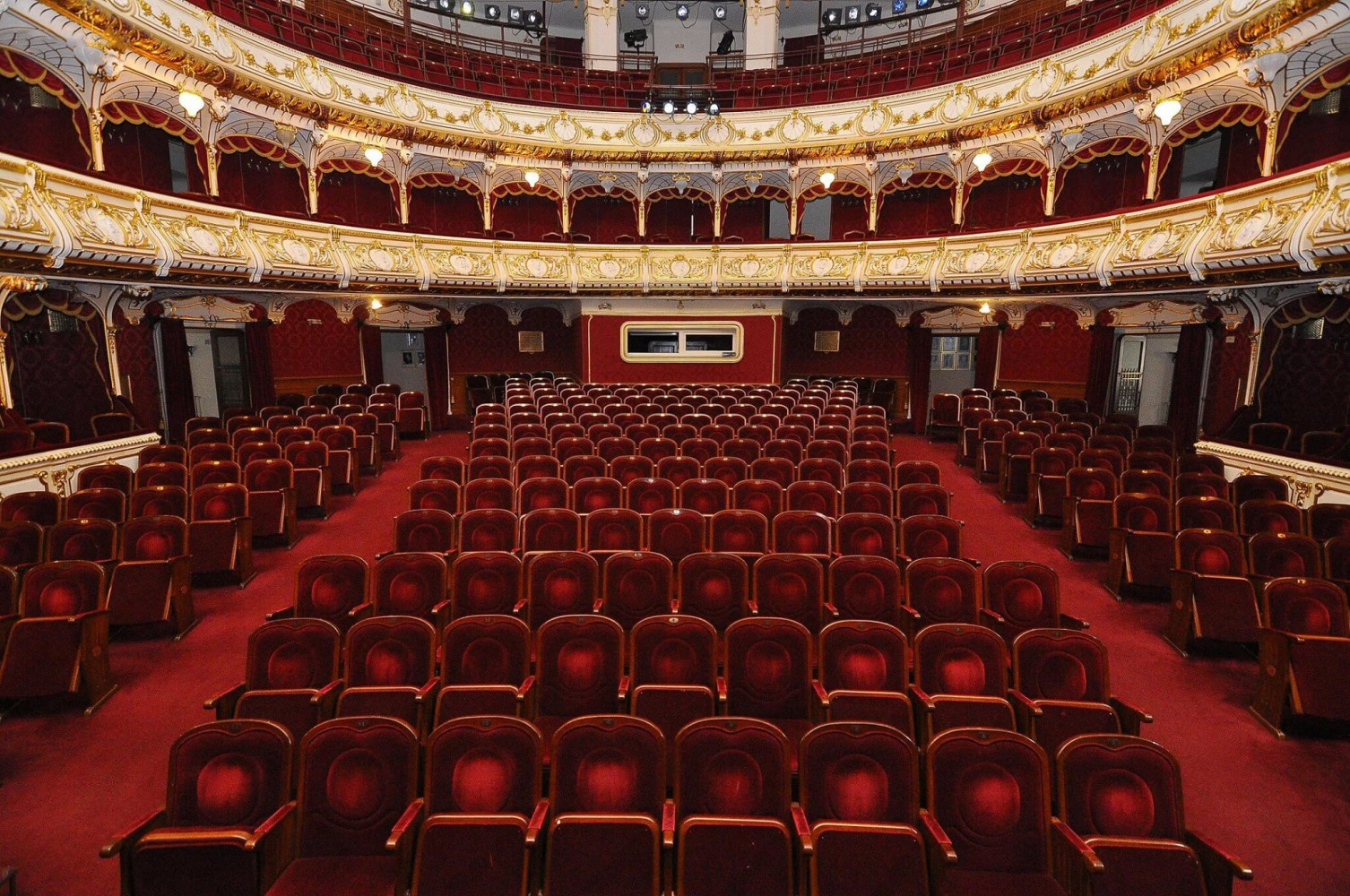 50 színházigazgató szólítja fel nyílt levélben Ilie Bolojant, hogy hagyja békén a nagyváradi kulturális intézményeket