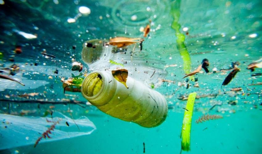 Mûszálas ruhák, autógumik mikromûanyaga teszi ki az óceánokba kerülõ szemét egyharmadát