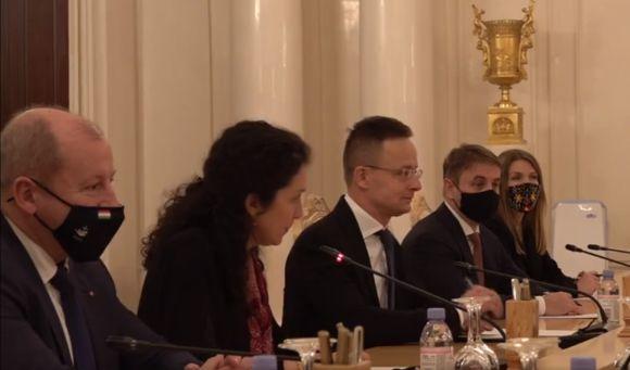 Egymillió ember beoltásához elegendő orosz vakcinát vásárolt Magyarország
