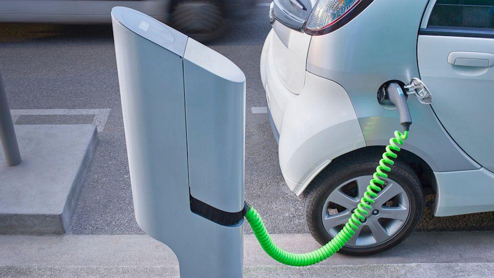 P�ly�zatot �rtak ki �nkorm�nyzatoknak elektromos aut�k t�lt��llom�snak f�l�ll�t�s�ra