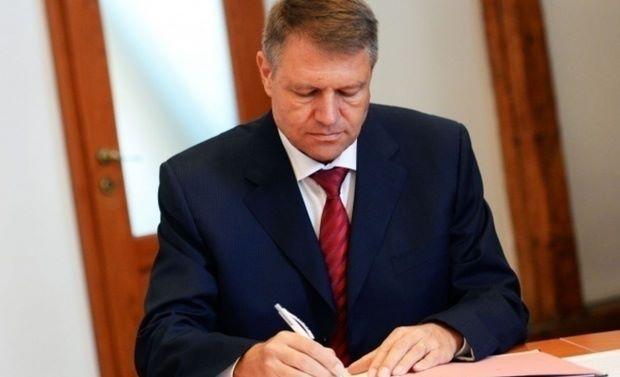 Futószalagon kinevezett nagykövetek – Johannis 31 megbizatást írt alá