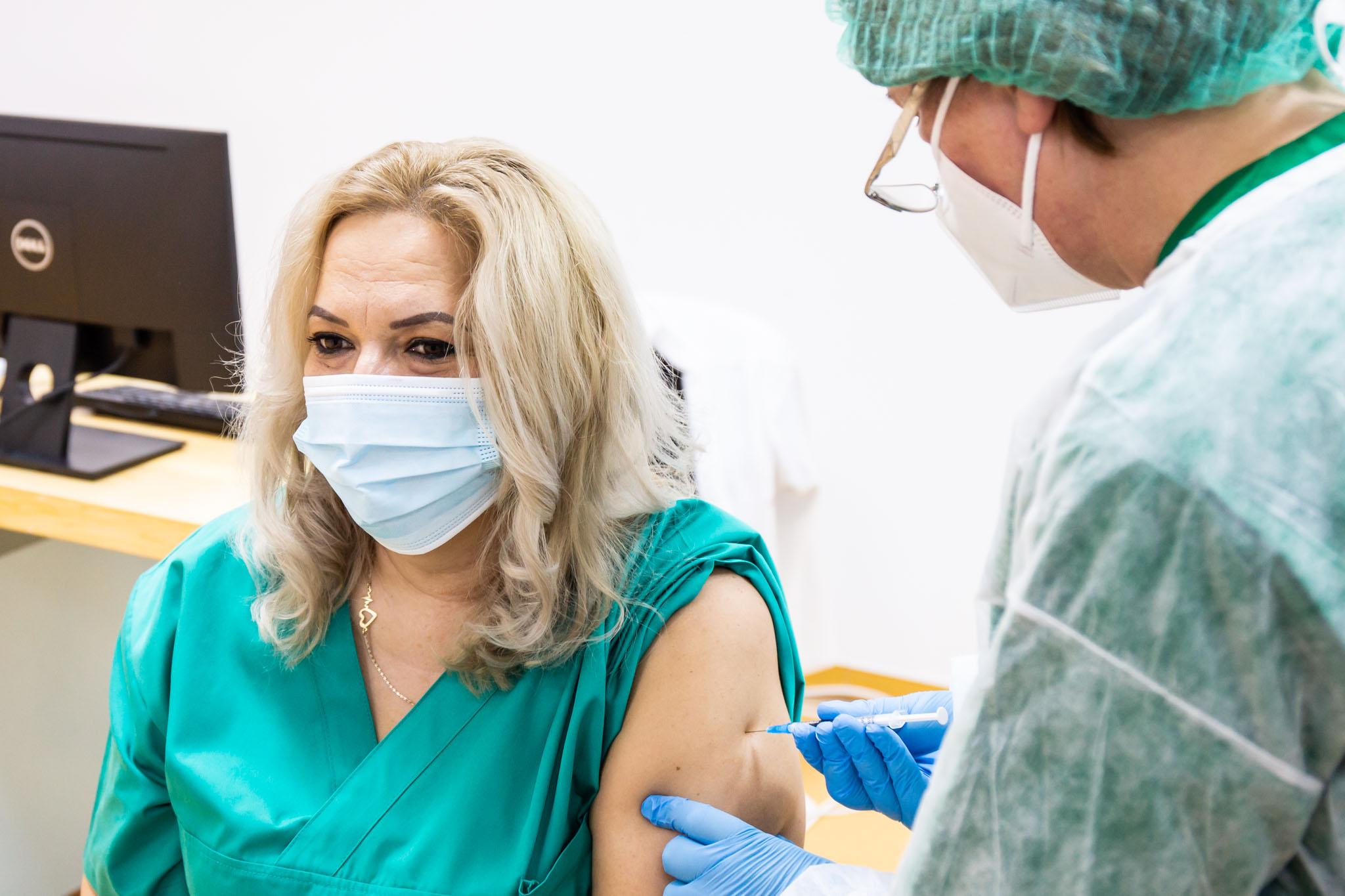 Románia előkelő helyen áll a koronavírus ellen beoltottak számát tekintve
