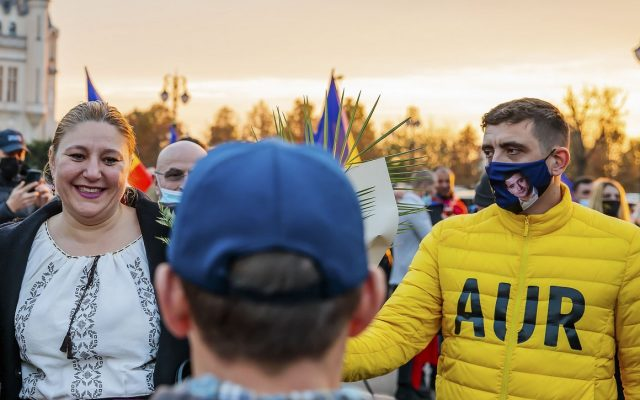 Nem viccel a hatóság: 15 000 lejre büntették George Simiont és Diana Șoșoacăt