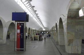 Virtuális könyvespolcokat létesítenek Moszkva metróállomásain