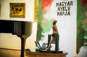Sántha Attilát és Dávid Gyulát díjazták a kolozsvári Bánffy-palotában