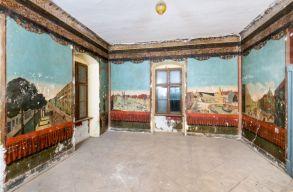 Európai ritkaságnak számítanak az oltszemi Mikó-kastély hatalmas falképei