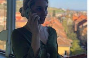 Telefonon szavaltak verset bérleteseiknek a Szigligeti Társulat mûvészei