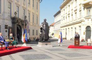 """Leleplezték a nagyszebeni Brukenthal-szobrot, mert """"a jó kormányzás alapja az oktatás és a kultúra"""""""