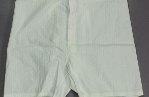 Hitler hatalmas alsónadrágja jó drágán kelt el egy árverésen