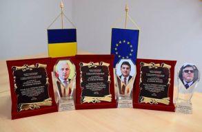 Pietroșița polgármestere díszpolgári címet adományozott magának, majd könnyekig hatódott, amikor átvette