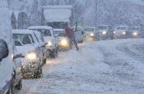 Havazásra és hóviharokra kell számítani kedd délig