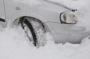 Egy Vaslui megyei férfi a 112-t tárcsázva kérte, hogy valaki lapátolja már el a havat a háza elõl