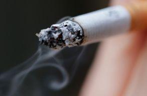 Folyamatosan cigizett a gyerekei körül egy spanyol férfi, ezért elvették a felügyeleti jogát
