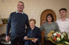 Újra magyar állampolgár lett egy Kolozsváron született százegy éves nõ