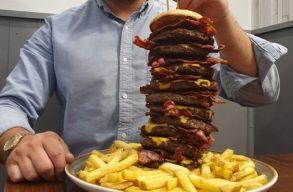 Tizenkétezer kalóriás hamburgert kínál egy brit kocsma