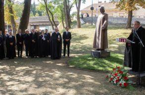Dávid Ferenc egész alakos szobrát avatták fel Sepsiszentgyörgyön