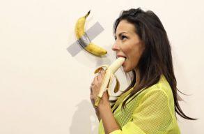 Állítólag éhes volt, ezért ette meg a 120 ezer dolláros banánt a performanszmûvész