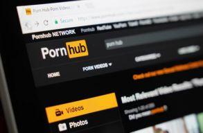 Beperelték a Pornhubot, mert nincsenek feliratozva a pornófilmek