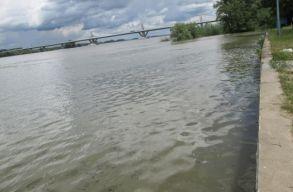 Árvízveszélyre figyelmeztetnek a hidrológusok az ország kilenc vízgyûjtõ medencéjében