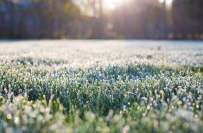Rendkívül hidegre és talaj menti fagyra figyelmeztetnek a meteorológusok