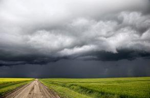 Szombat reggelig viharos lesz az idõ az ország nagy részében