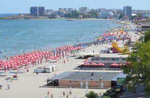 A gyermekes családok száma megnõtt a tengerparton, de eltûntek a szórakozni vágyó fiatalok