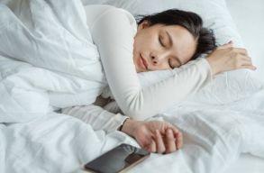 Átlagosan 10 perccel nõtt az emberek napi alvásideje 2020-ban