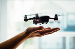 Drónnal szállítják házhoz a fagyit Tel-Avivban. Új közlekedésszabályozási rendszert tesztelnek