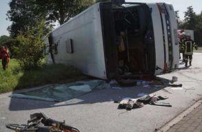 Román állampolgárokat szállító busz balesetezett Németországban