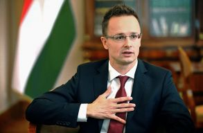 Szijjártó Péter: Nem hagyjuk magukra az Erdélyben és Kárpátalján élõ magyarokat