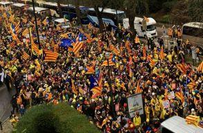 Több mint tízezren tüntetnek Katalónia függetlenségéért a belga fõvárosban