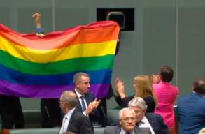 Ausztráliában engedélyezték az azonos nemûek házasságát
