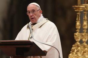 Emberségesebb világot kért Ferenc pápa karácsonyi üzenetében