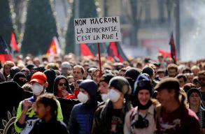 Zavargásokba torkollottak a kormányellenes tüntetések Franciaországban