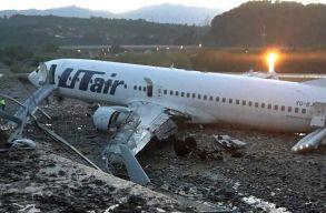 Kicsúszott a futópályáról és kigyúlt egy Boeing a szocsi repülõtéren
