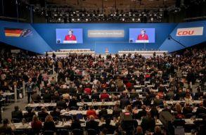 Annegret Kramp-Karrenbaur lett Angela Merkel utóda a CDU élén