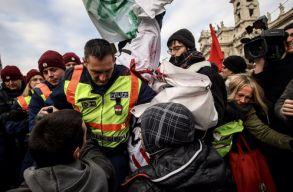 """A """"rabszolgatörvény"""" ellen tüntettek Budapesten"""