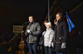 Hétfõ este is tüntettek Budapesten