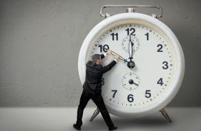 Megszavazta az óraátállítás eltörlését 2021-tõl az EP