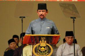 Egyelõre nem kövezik halálra a melegeket Bruneiben
