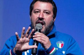 Salvini nem enged kikötni egy olasz hadihajót, mert az menekülteket mentett ki a tengerbõl