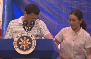 """""""Liberális"""" óriáscsótány mászott a Fülöp-szigeteki elnökre"""