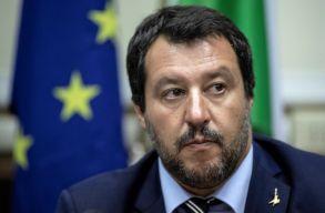 Salvini mégis engedte kikötni azt a hadihajót, amely menekülteket mentett ki a tengerbõl