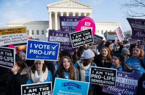Az alabamai kormányzó aláírta az USA legszigorúbb abortusztörvényét