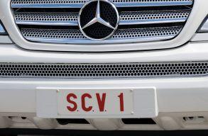 A kormány engedélyezte a pápamobil egyedi rendszámát