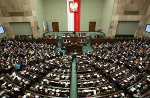 A lengyel parlament jóváhagyta a pedofília büntetését szigorító elõírásokat