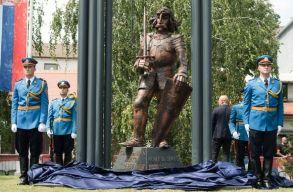 A magyar és a szerb államfõ jelenlétében avatták fel Hunyadi János zimonyi szobrát