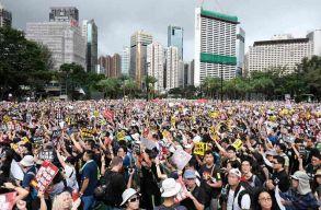 Egy 12 éves gyereket is õrizetbe vettek Hongkongban