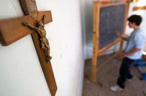 Az olasz oktatási miniszter eltávolíttatná a kereszteket a osztálytermekbõl