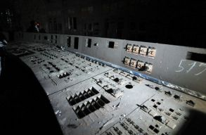 A turisták elõtt is megnyitották a csernobili 4-es blokk még szennyezõ irányítótermét